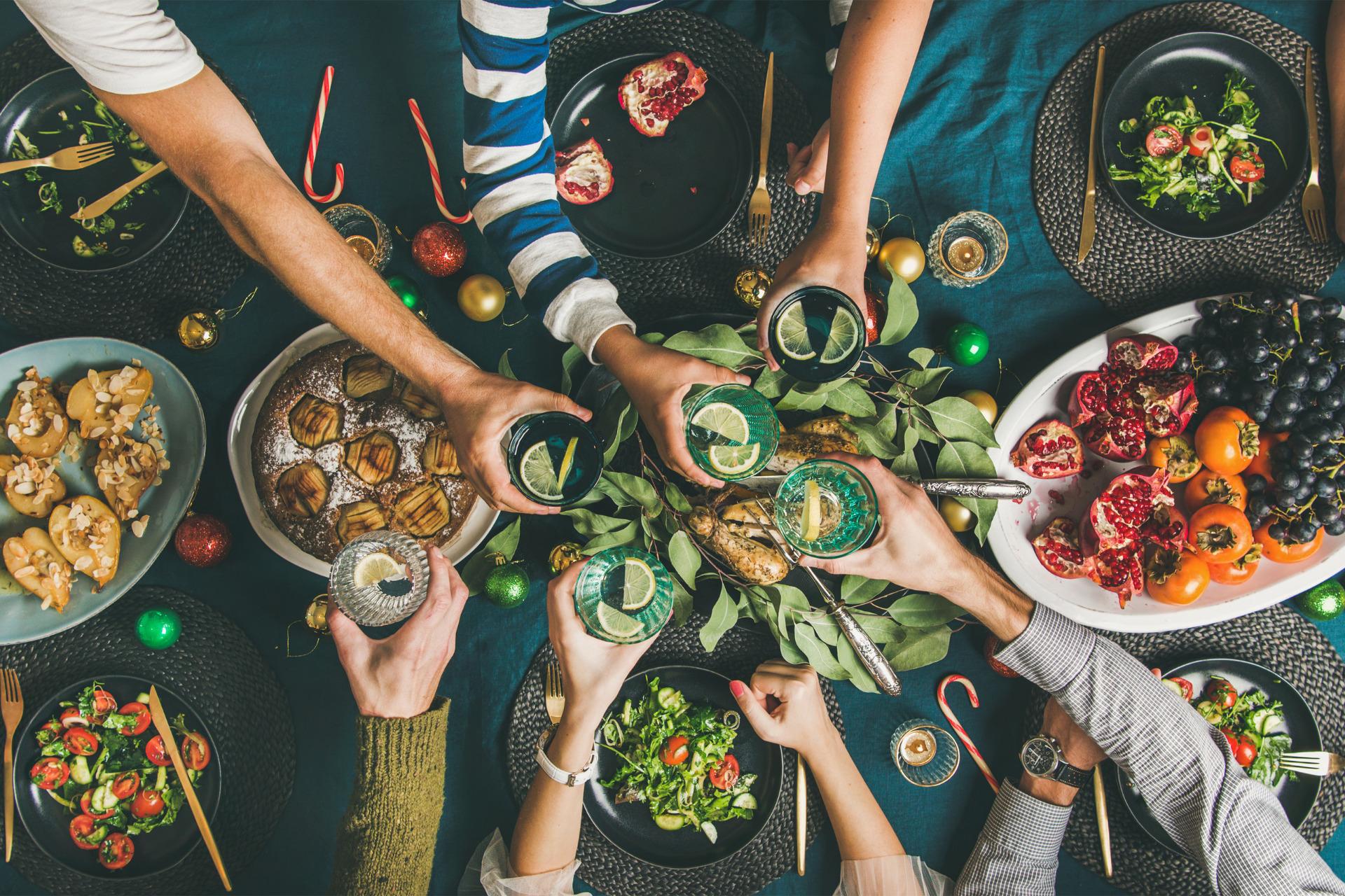 Die Familie isst gemeinsam gesund