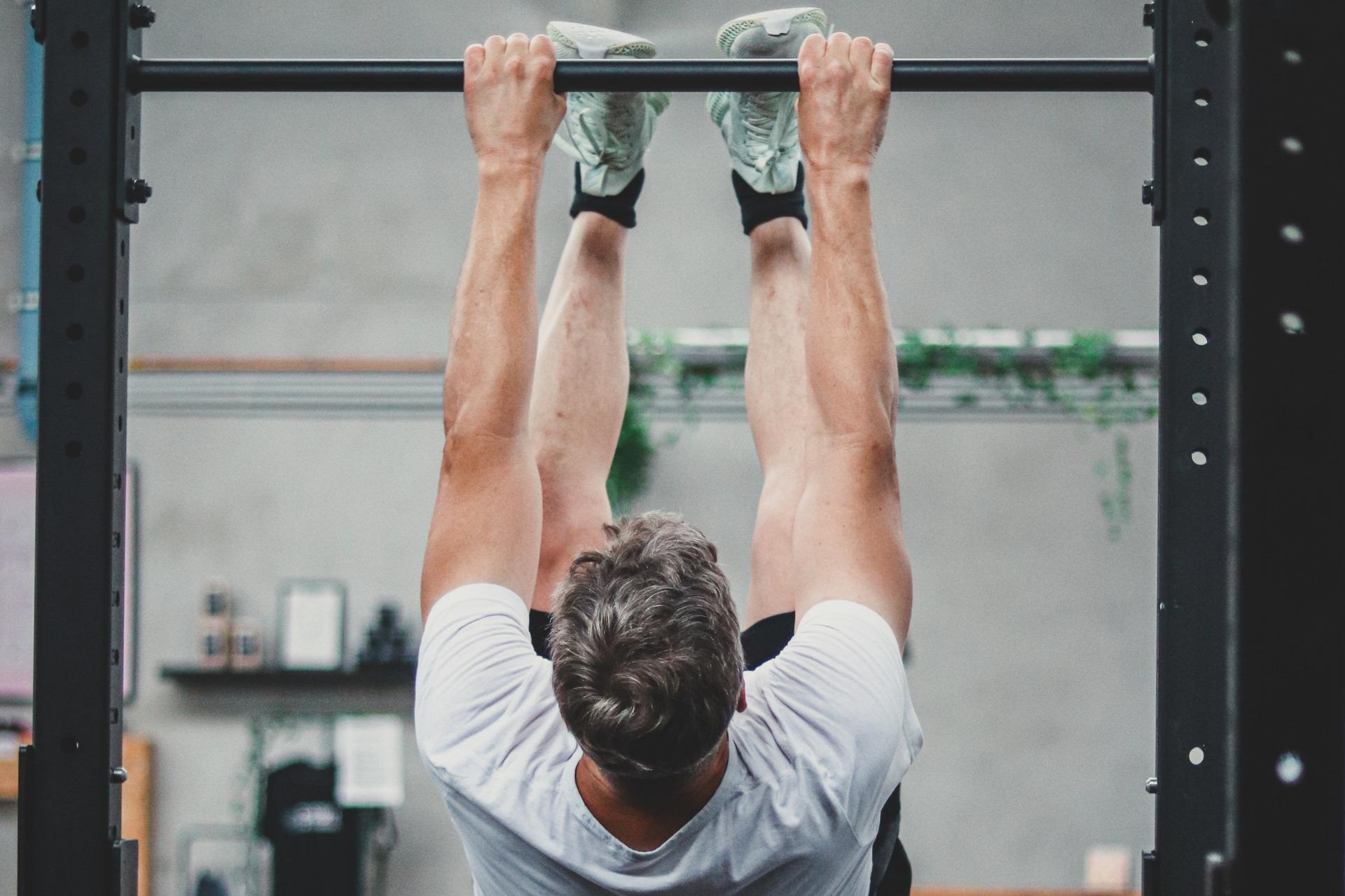 Athlet, der im Training seine Grenzen überschreitet